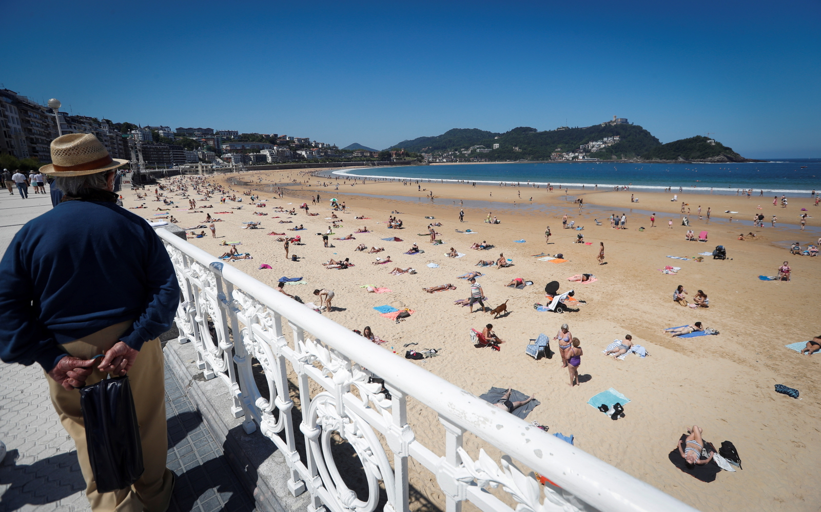 Hiszpania, plaże otwarte z nowym reżimem EPA/Javier Etxezarreta
