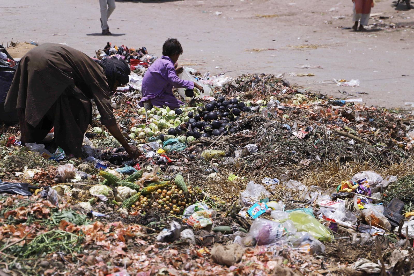 Zanieczyszczenie środowiska w Pakistanie osiąga przerażającą skalę. fot. EPA/NADEEM KHAWAR