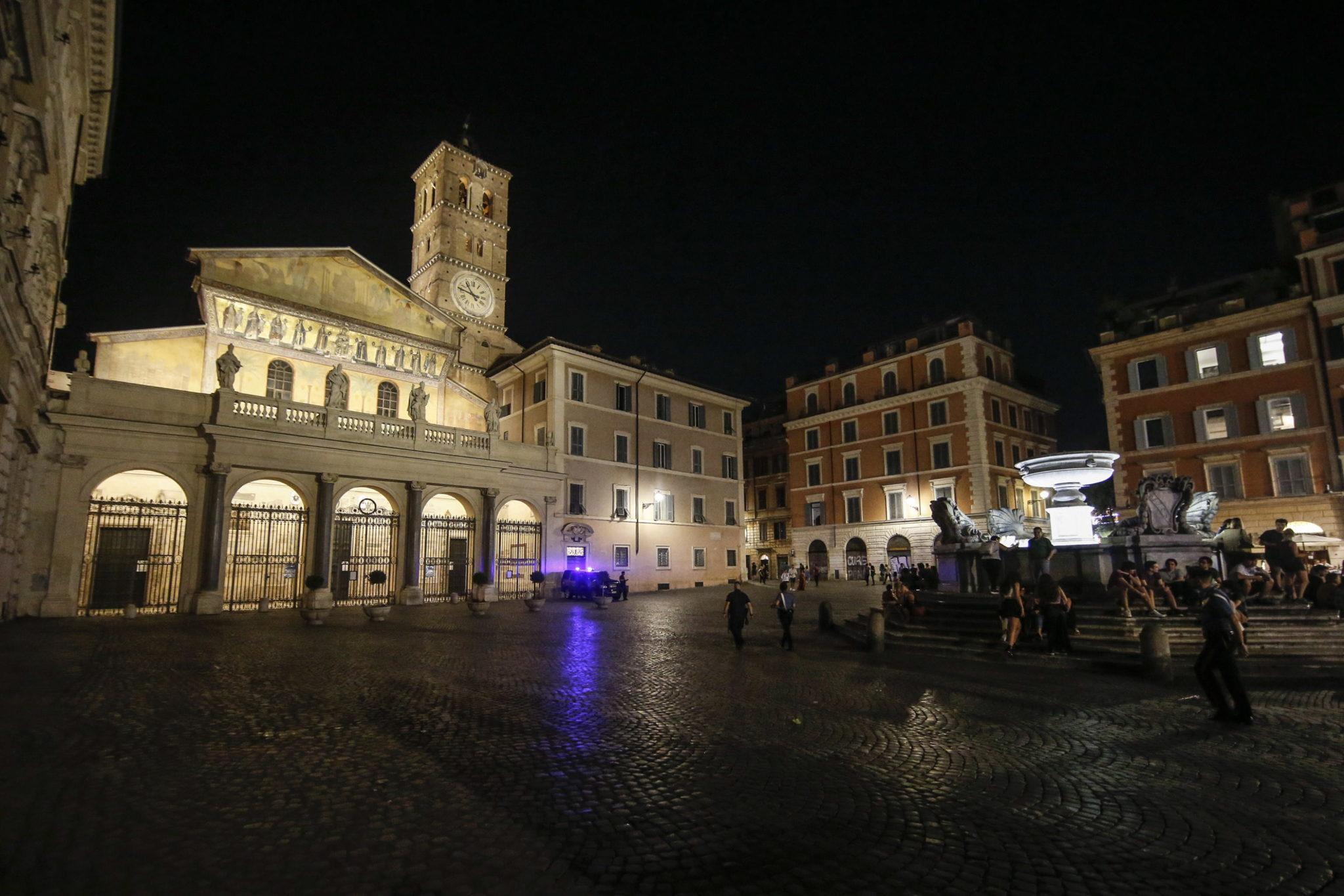 To jeden z najstarszych kościołów w Rzymie na Zatybrzu, założony przez św. Kaliksta, fot. EPA/FABIO FRUSTACI