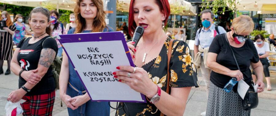 Katowice. Uczestnicy publicznego czytania Konwencji Antyprzemocowej