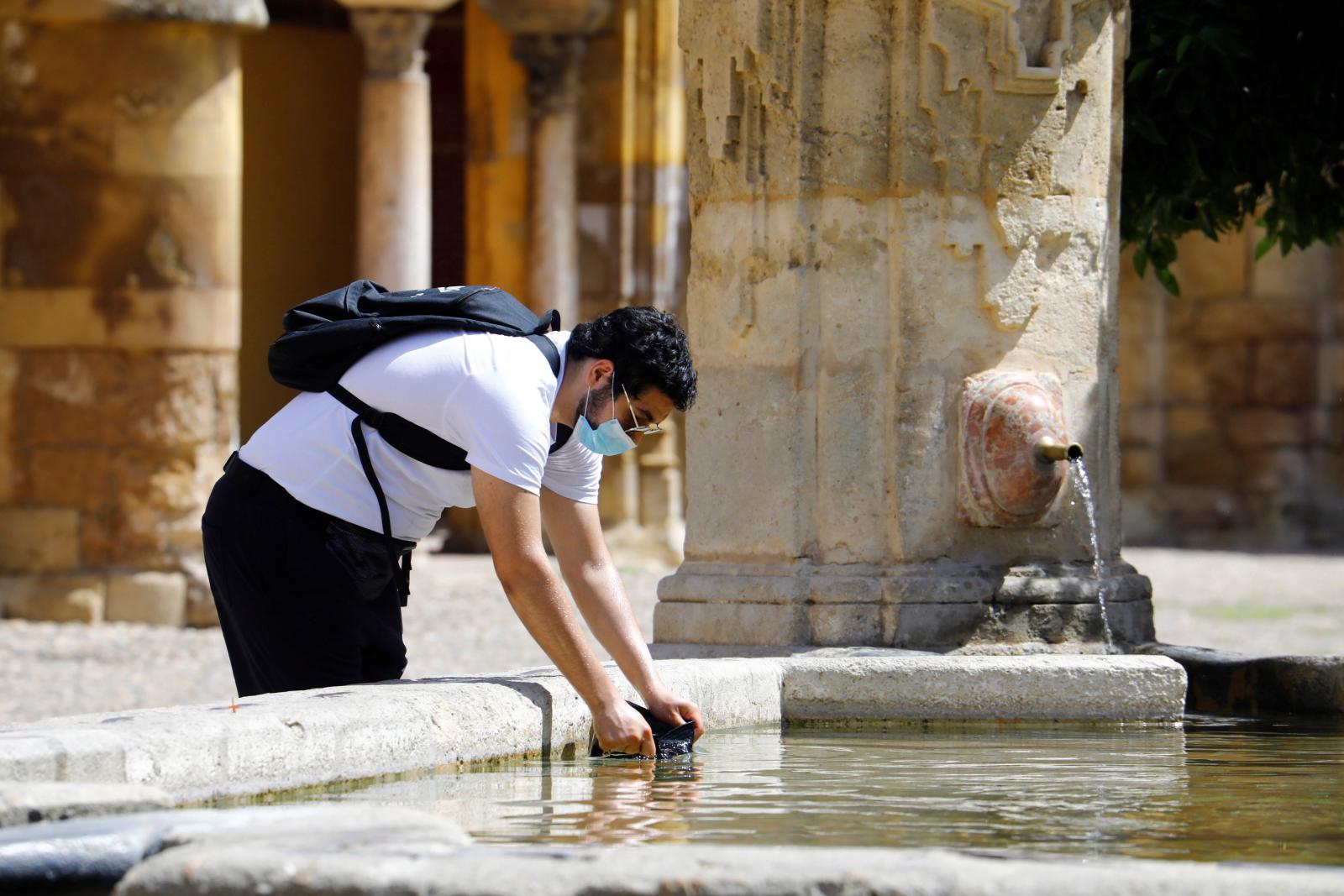 Letni dzień w Hiszpanii fot. EPA/SALAS