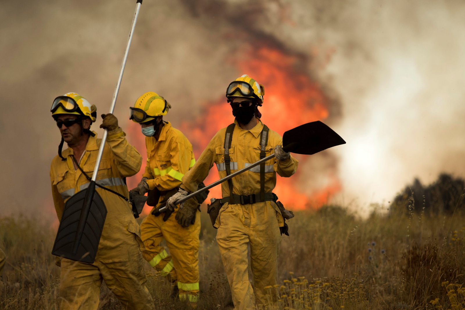 Gaszenie pożarów w Hiszpanii fot. EPA/TONI GALAN A.